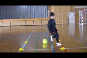 【サッカー練習メニュー】サッカーが上手くなるフットサル ステップ「イン・シザース」