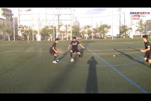 【サッカー練習メニュー】2対1で相手の プレスラインを越える
