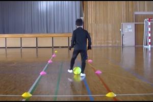 【サッカー練習メニュー】サッカーが上手くなるフットサル ドリブルストップ「インサイドタップ」