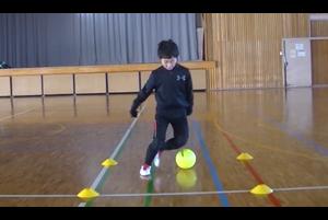 【サッカー練習メニュー】サッカーが上手くなるフットサル ステップ「シザース」