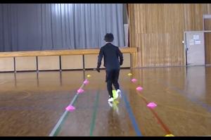 【サッカー練習メニュー】サッカーが上手くなるフットサル ドリブルストップ「ボールタッチ前」