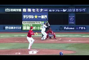3回裏、乙坂選手がライトへ先制のタイムリーヒットを放つ!