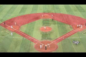 7回裏、代打・伊藤光選手がセンターへのタイムリーヒットを放つ!