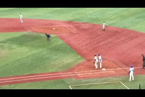 7回裏、柴田選手がセカンド強襲のタイムリー内野安打!
