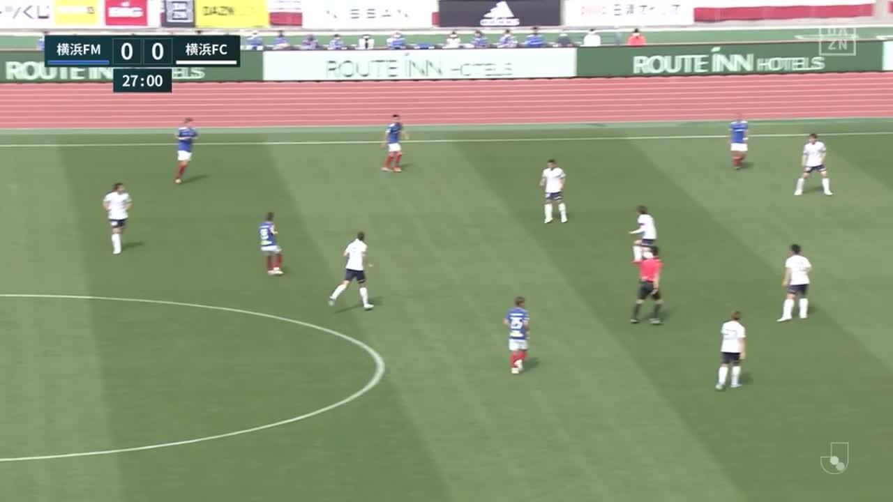 横浜FM、スルーパスに抜け出したオナイウ阿道がPKを獲得【第11節】横浜FM vs 横浜FC