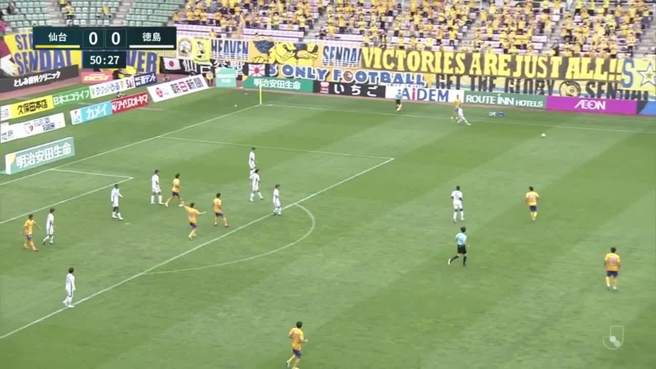 仙台、クロスに反応した富樫敬真のヘディングシュートは惜しくもクロスバーの上へ【第30節】仙台 vs 徳島