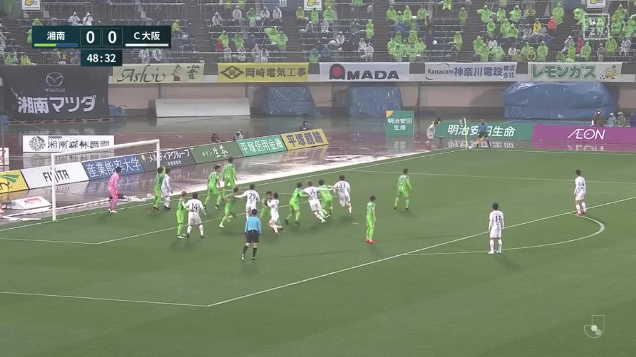 C大阪・坂元達裕、左足のクロスは惜しくもクロスバーに弾かれる【第6節】湘南 vs C大阪