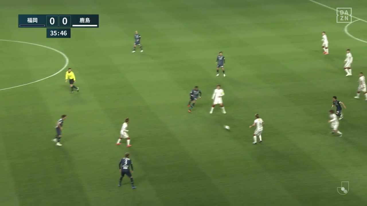 前半37分、鹿島・関川郁万が一発レッドカードで退場【第5節】福岡 vs 鹿島