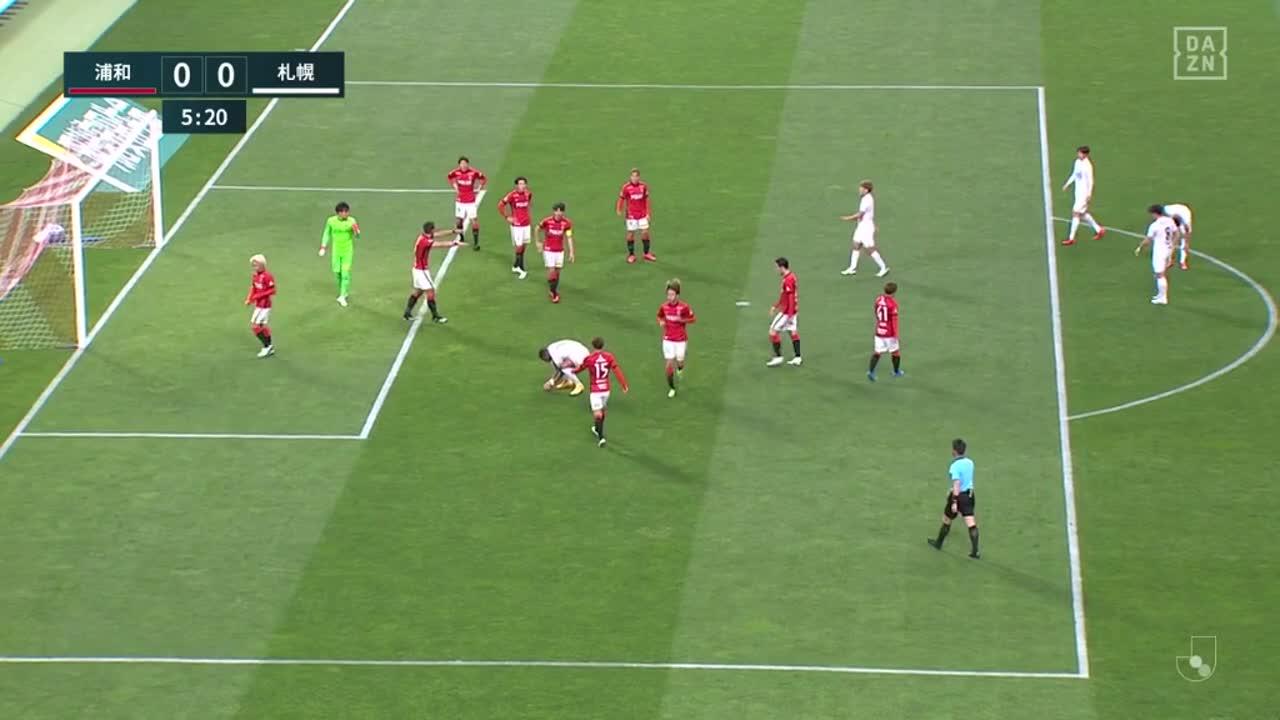 札幌・アンデルソン ロペスがゴール前から何かを救出【第5節】浦和 vs 札幌