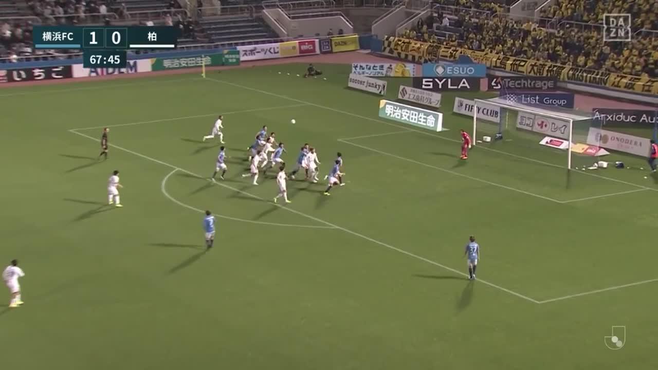 横浜FC、南雄太が相手のヘディングを弾く好セーブで決定機を阻止!【第7節】横浜FC vs 柏