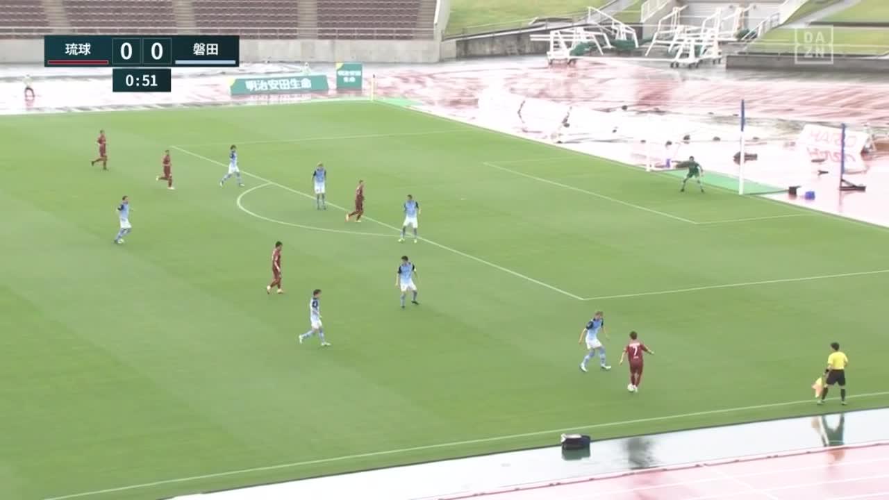 開始1分!琉球・池田廉、右からのクロスに合わせて先制ゴール!【第1節】琉球 vs 磐田