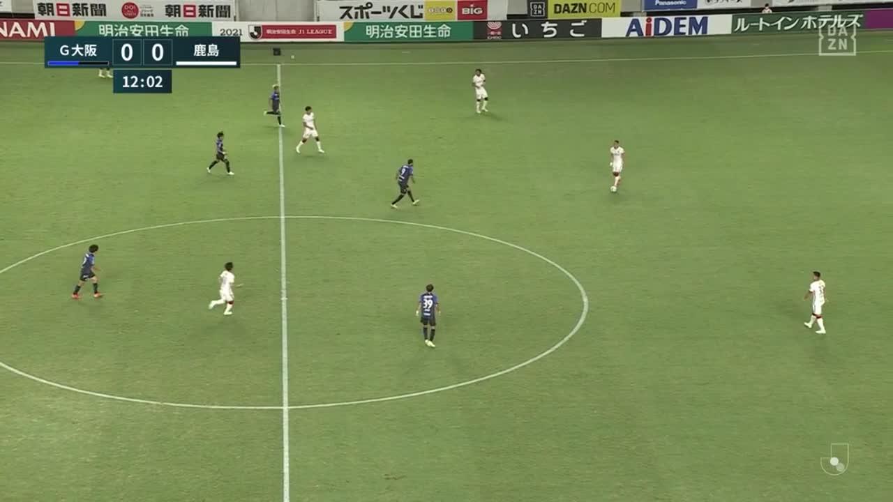 G大阪・矢島慎也、相手のパスをカットしそのままロングシュートを放つも枠を捉えきれず【第2節】G大阪 vs 鹿島