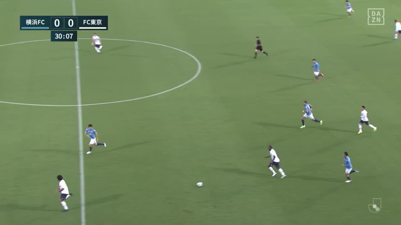 FC東京、ラストパスからアダイウトンが股抜きシュートをゴール右隅に流し込み先制!【第18節】横浜FC vs FC東京