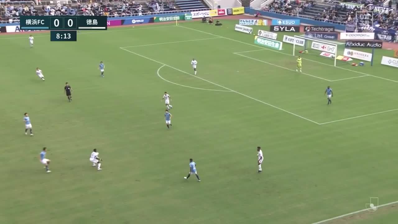 横浜FC、松尾佑介のワンタッチシュートはクロスバーをたたくもゴールに吸い込まれ先制!【第32節】横浜FC vs 徳島