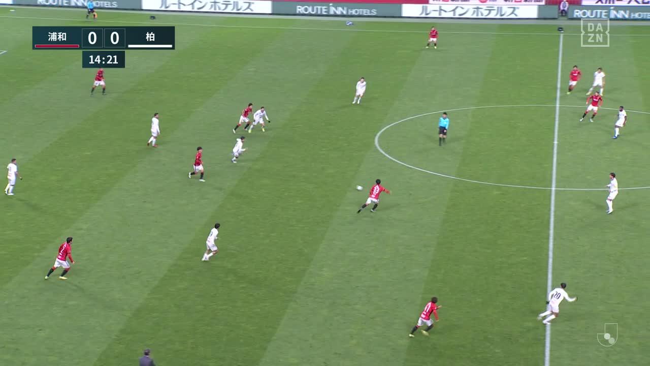 浦和、テンポの良いパスワークで相手をかわし最後は汰木康也が強烈なシュートをゴールに突き刺して先制!【第33節】浦和 vs 柏