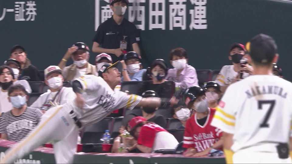 【5回表】ホークス・柳田 ファウルフライをナイスキャッチ!! 2021/7/1 H-L