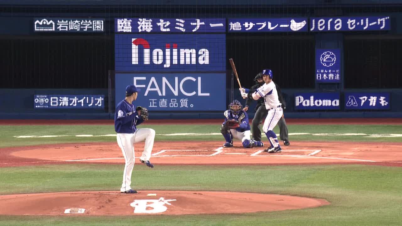 1回裏、桑原選手がライトポール際への先頭打者ホームランを放つ!
