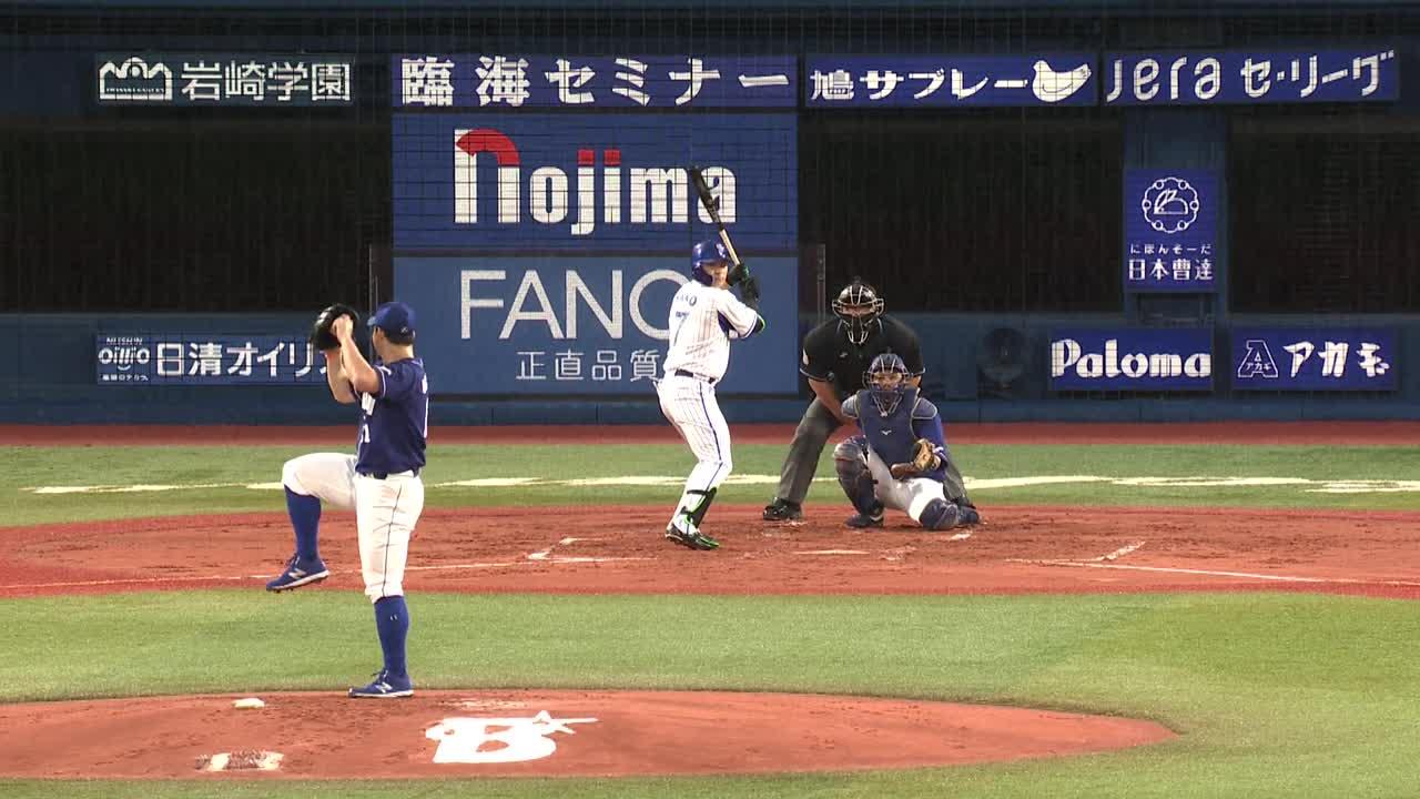 1回裏、佐野選手がフェンス直撃のツーベースを放つ!
