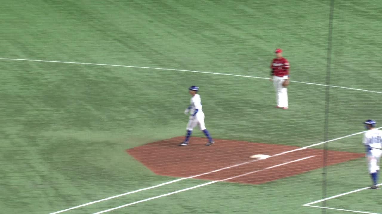 9回裏、宮﨑選手の渾身の満塁ホームランで追い上げる!