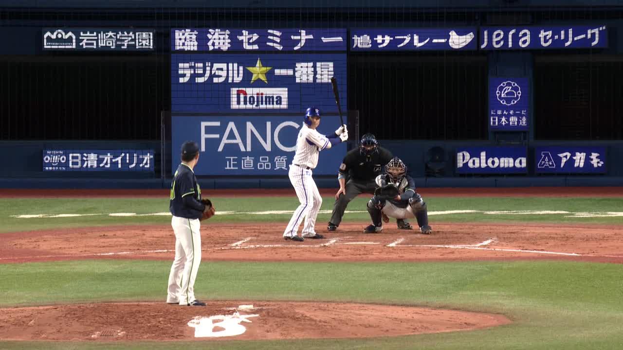 7回裏、代打・神里選手がライトへのタイムリーツーベースを放ち1点を返す!
