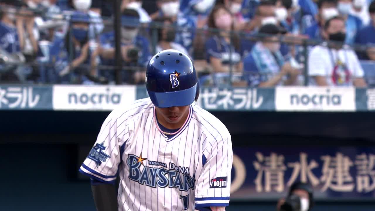 1回裏、桑原選手が第11号となる先頭打者ホームランを放つ!