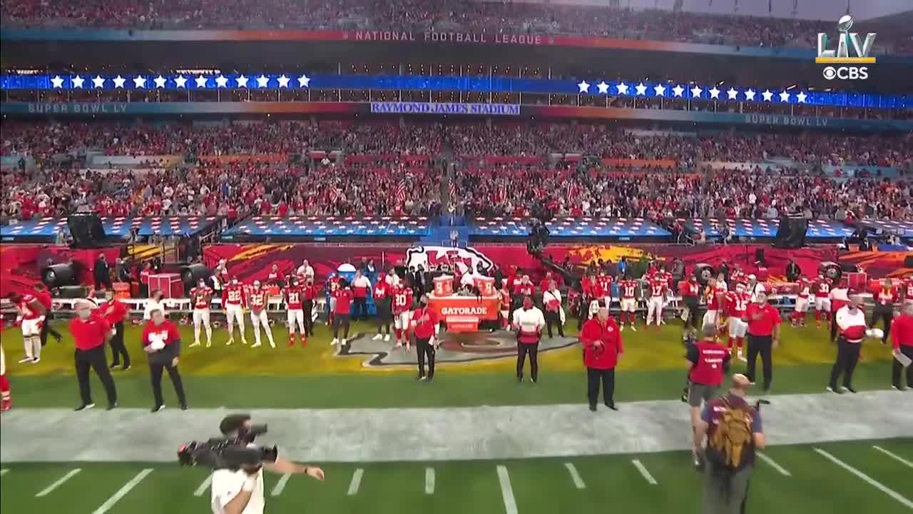 "【NFL第55回スーパーボウル】H.E.R.が""アメリカ・ザ・ビューティフル""を熱唱"