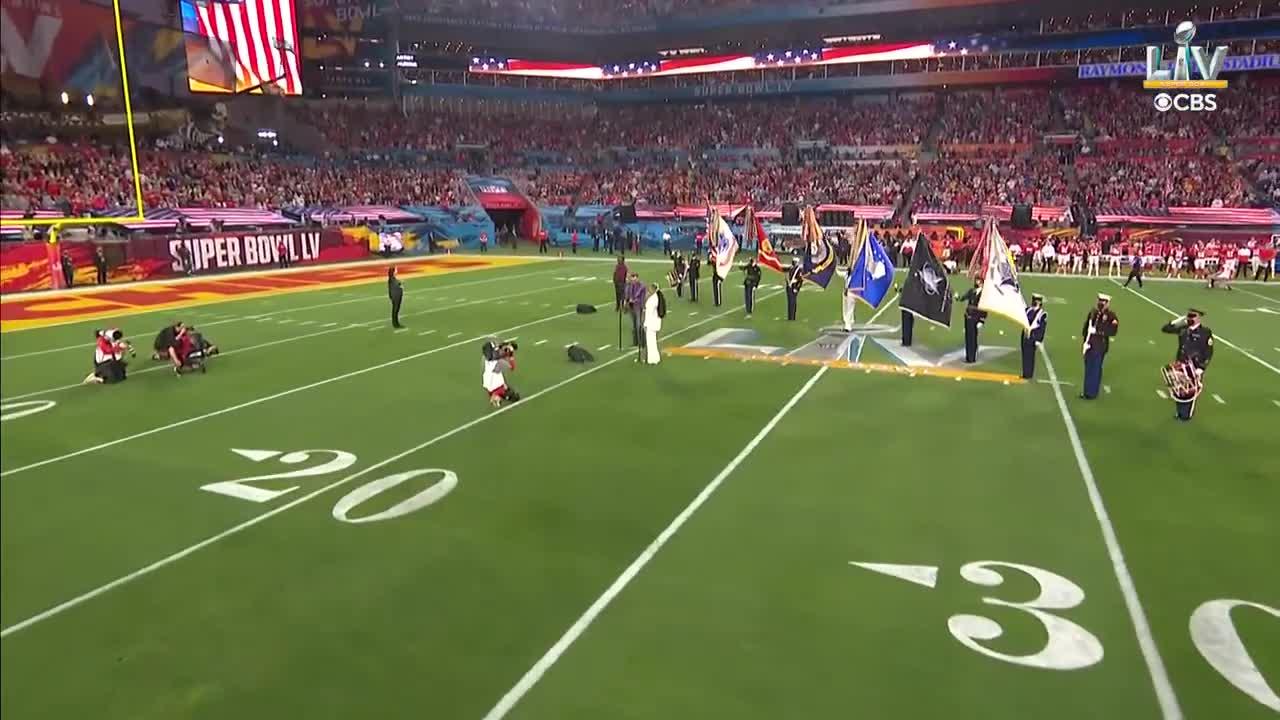 【NFL第55回スーパーボウル】エリック・チャーチとジャズミン・サリヴァンによる国歌斉唱