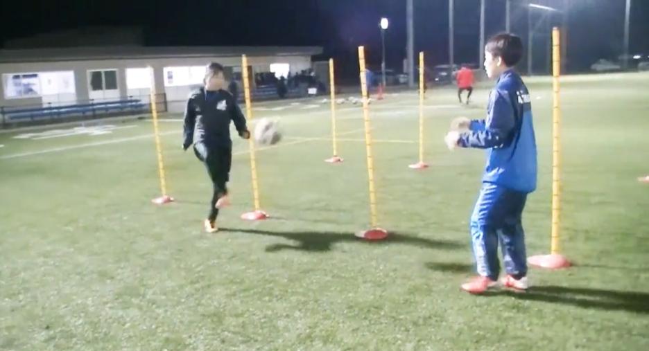【サッカー練習メニュー】ボールコントロール_サーキットポールを使って1(Sufu)